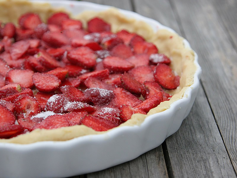 Super easy rustic strawberry pie